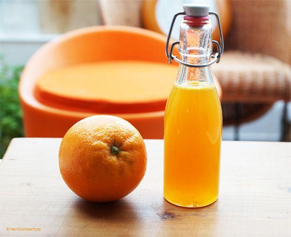 Orangensirup mag ich besonders gerne. Er verkörpert für mich den Sommer, die Sonne ... Er ist sehr einfach herzustellen und eignet sich hervorragend als Sauce