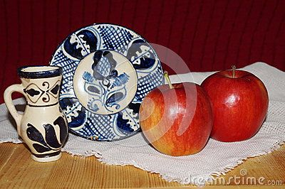 Red apples and romanian ceramics