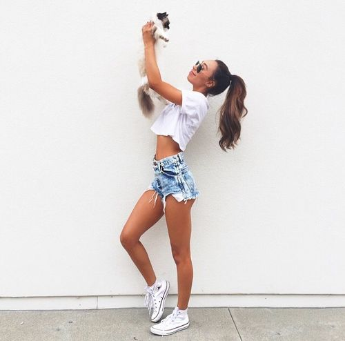 Eva is so gorgeous!♥ #cat #croptop, outfit @ shoesforladies.net