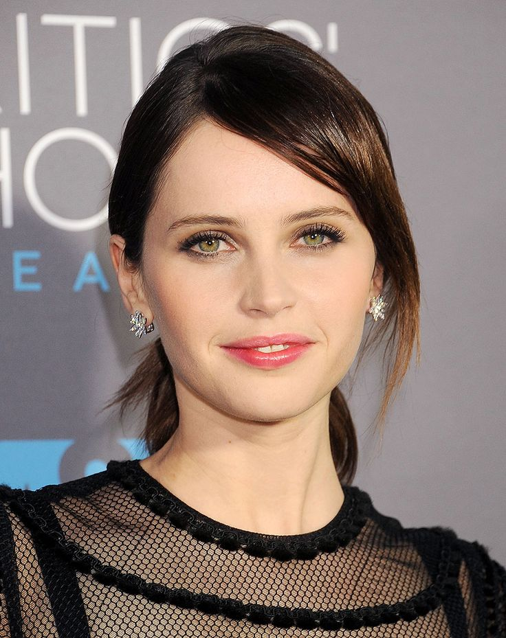 Felicity Jones and the High-Shine Appeal of a Rosy Lip Stain