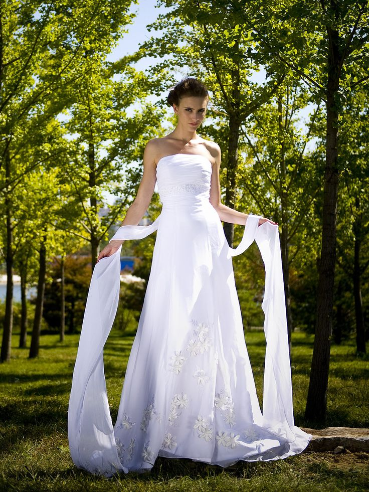 Strapless Organza Wedding Gown with Chapel Train   Read More:     http://www.weddingsred.com/index.php?r=strapless-organza-wedding-gown-with-chapel-train-chwdno.html