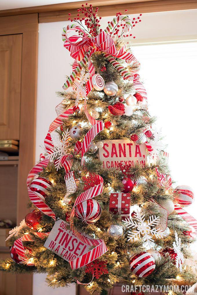Temática de árbol de navidad de bastón de colores rojo y blanco. #DecoracionNavidad