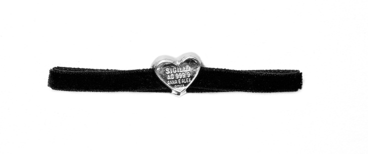 Sigillo Cuore bracelet with a seal crafted in 999,9 pure silver joined to a black velvet wristband. www.annaealex.com