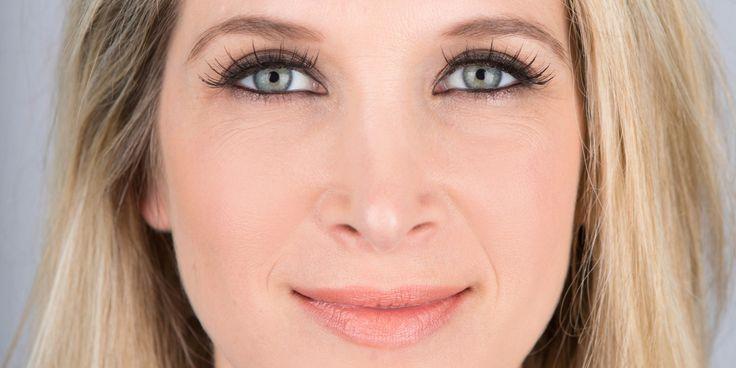 how to put on false lashes