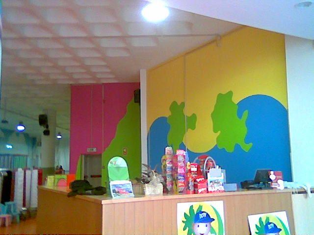Pintura interior do parque infantil dotylândia