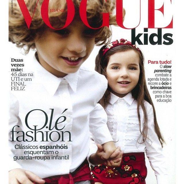 """Na capa da #VogueKidsBrasil, destaque para o #SlowParenting: desacelerar o ritmo das crianças e suas agendas lotadas de atividades. Afinal de contas, quer infância melhor do que aquela onde se tem tempo para brincar na rua e também ficar sem fazer nada? Assim como em outras vertentes do #Slow, o movimento começou na Europa e EUA e vem ganhando força por aqui. São Paulo já teve até sua primeira edição do """"#SlowKids"""", evento em prol da desaceleração da rotina das crianças que contou com 1.500…"""
