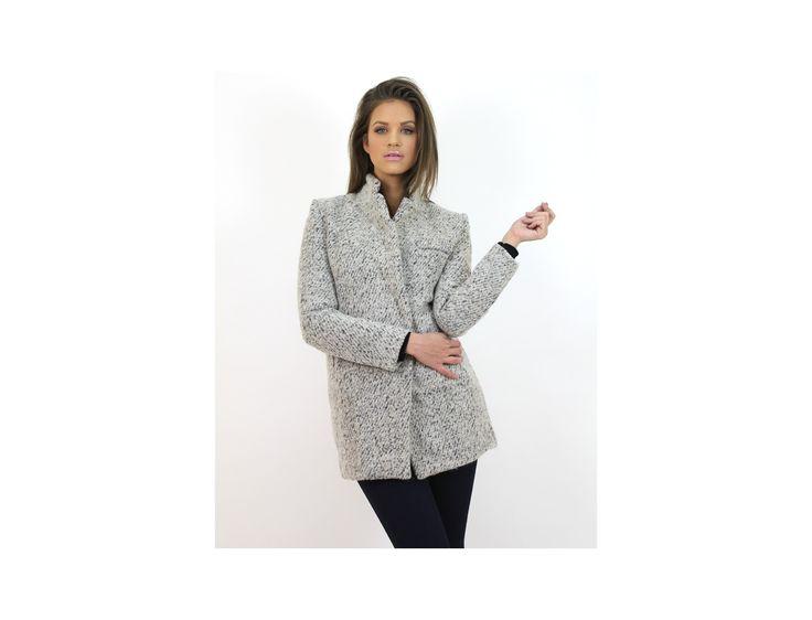 Palton Elegant din Stofă poate fi cumparat de pe magazinul online de #moda www.famevogue.ro.  #haine #imbracaminte #palton #coat #style #fashion