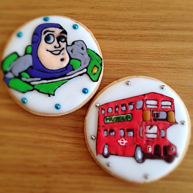 バズライトイヤーとロンドンバスのアイシングクッキーを作りました。 どちらともイマイチな出来ですが…。 - 74件のもぐもぐ - バズライトイヤー&ロンドンバス♡アイシングクッキー by soramina