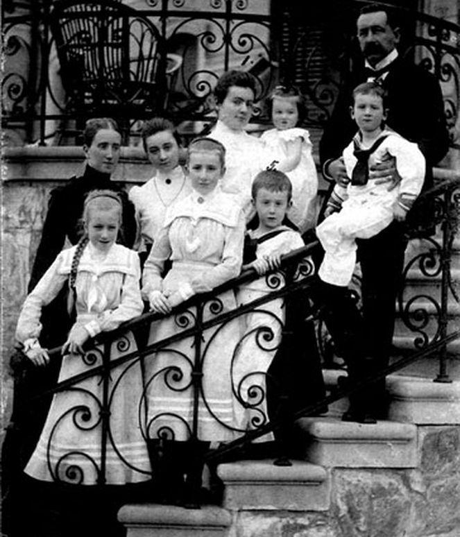 Józef Czapski. Rodzice i rodzeństwo. Przyłuki, 1902 r. Fot. Towarzystwo Przyjaciół Muzeum im. Emeryka Hutten-Czapskiego