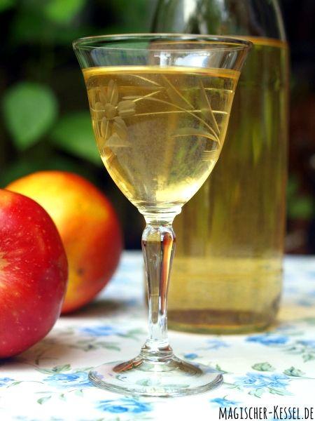 Geschenk aus der Küche: Erntezeit & Apfelliebe: Rezept für Apfel-Vanille-Likör mit Grappa