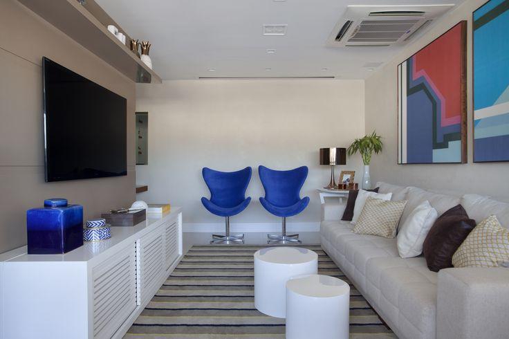 Living room by Mariana Camara Arquitetura  #Bluemood #bluedecor #blue #decor #decoration #livingroom #architecture #interni #interiordesign #project #design #decoration #brazilianinterior #braziliandesign