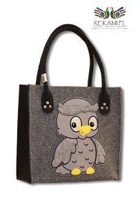 Dziecięca torba filcowa z sową. Bardzo popularny i lubiany motyw. Dostępna w naszym sklepie internetowym http://sklep.rekami.pl