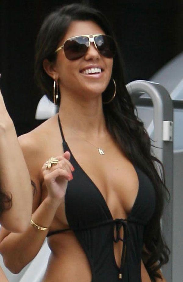 [IMG]http://www.drunkenstepfather.com/cms/ul/20080616-kim-kardashian-bikini-06.jpg[/IMG]