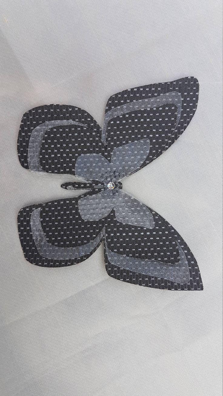 Farfalla  in seta grigia e organza avorio con strass, con organza rossa, per creare inserti, varie dimensioni di ImprontaCreativaMac su Etsy