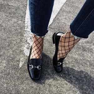 網タイツの履き方コーデデニムや靴下と合わせる着こなし