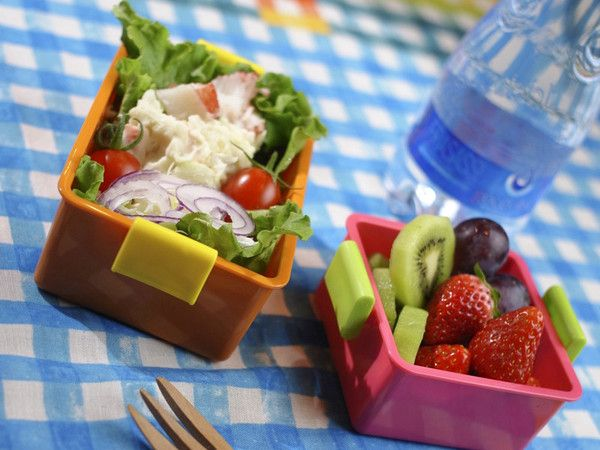 Keep your lunch fresh and cool for hours with Gel Cool boxes, just like an icebox would do.