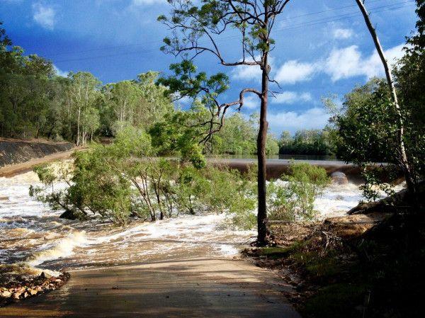 Teddington Weir flowing well at Maryborough, Queensland. Taken by @ritzyphoto 20/02/2013