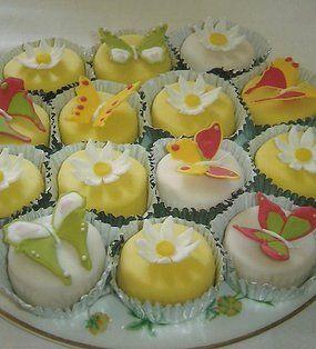 Roseys Cakes - Unique Artisan Floral Cakes - Buckinghamshire