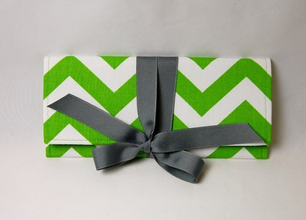 Photo of Apple and White chevron stripe with gray ALEXIS ClutchApples Green, Chevron Pattern, Ao3 Design, Alexis Clutches, White Chevron, Diy Clutches, Chevron Clutches, Gray Alexis, Chevron Stripes