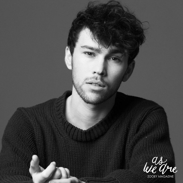 max schneider. good looks and a voice to match ;)