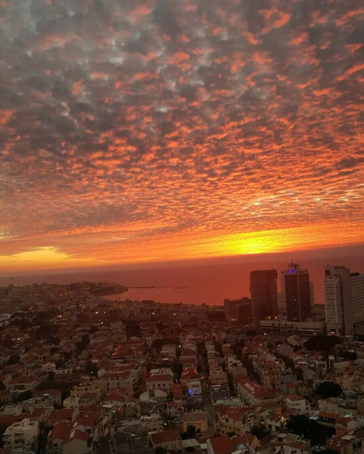 The sunset as seen from Tel Aviv - this picture was captured by Guy, Puzzle Israel's President and Co-Founder.