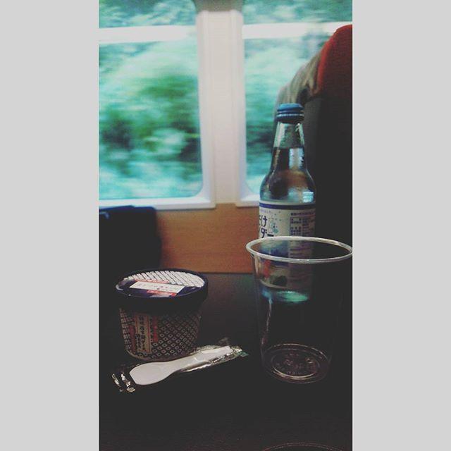 【tabizuki0914】さんのInstagramをピンしています。 《車内での贅沢な一時。車窓と桔梗信玄餅アイスと雪解けサイダーのコラボ #日本#長野県#大糸線#信玄餅アイス#桔梗屋#雪解けサイダー#車窓#贅沢#風景#休日#旅#青春18きっぷ#リゾートビューふるさと#信濃大町#森林#電車 #JAPAN#icecream#view#forest#carwindow#nagano#naganoprefecture#train#travel#holiday》