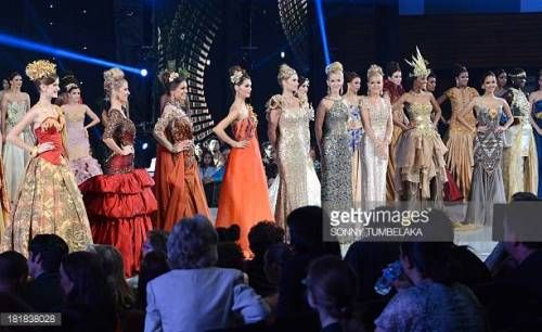 07-04 In this photograph taken on September 24, 2013, Miss World... #baderna: 07-04 In this photograph taken on September 24,… #baderna