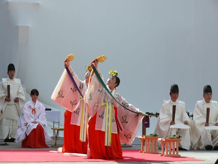 Miko-mai(巫女舞): Miko Dance | Miko-san (巫女) | Pinterest ...
