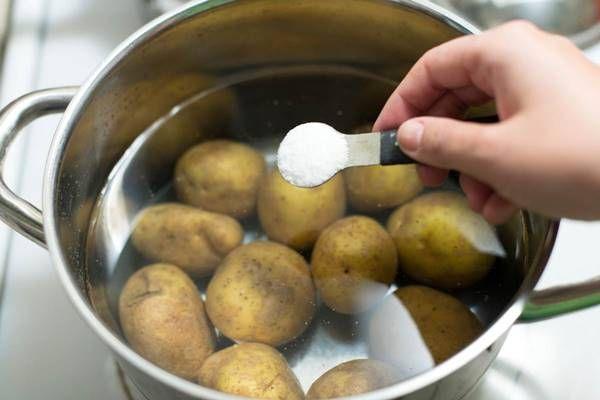 Íme egy titok: ezért főzd cukros vízben a krumplit! Innentől kezdve én csak így csinálom majd!
