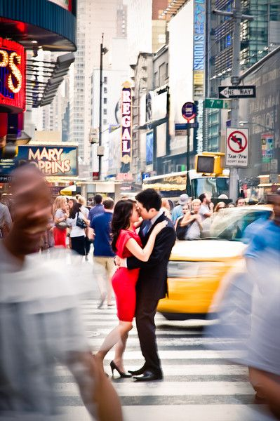 New York Times Square, engagement shoot, traffic, city, kiss at busy intersection - http://www.klkphotography.com