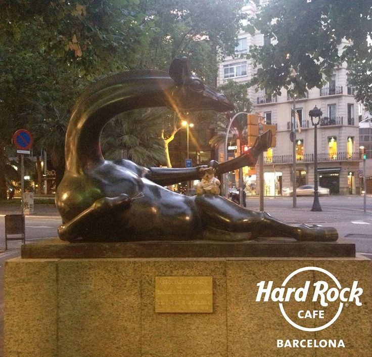 The Coquette Giraffe... Sculpture by Josep Granyer, #JordiRocks tried to pull of the same pose too!!