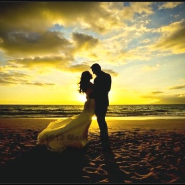 Sunset Beach Wedding Ideas: Romantic Sunset Beach Wedding Photos