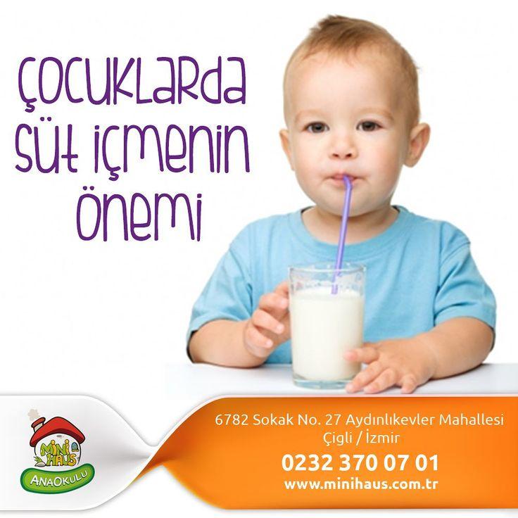 Çocuklarda Süt İçmenin Önemi Bilirsiniz bazı çocuklar süt içmeyi sevmez. Ya çok az içmeye razı olur ya da süt içmeyi tümden reddedebilir. Kimi de yoğurt yemeyi sevmez yediremezsiniz... Kimi de peynir... Az bir kısmı da süt ve süt ürünleri ile hiç barışık değildir. Anneler bu durumda süt içirebilmenin veya diğer süt ürünlerinden yedirebilmenin yollarını ararlar. Başka besinlerin içinde saklayarak vermeye çalışırlar. Kimi çocuk hemen anlar yemez. Kimi de bu yolla biraz daha süt veya süt ürünü…