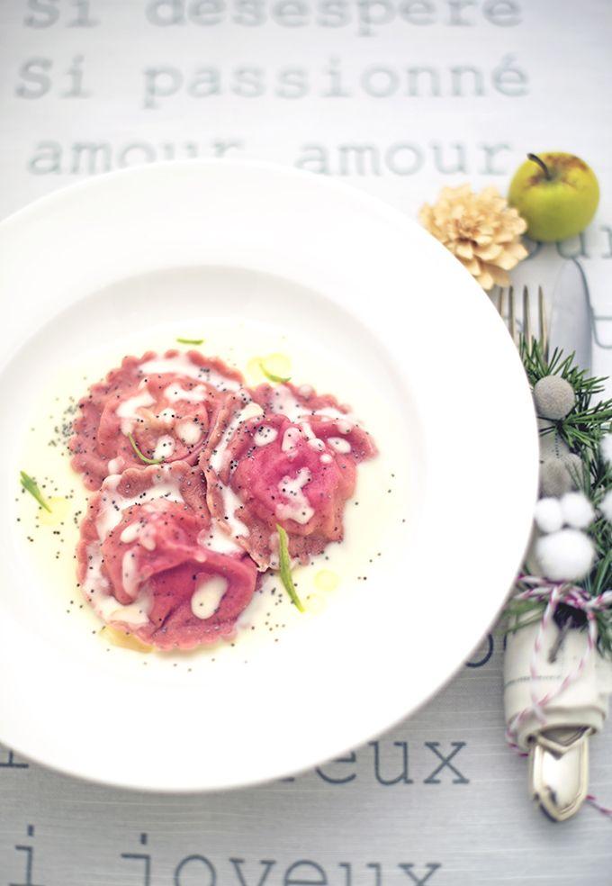 Ravioli rosa di patate al tartufo con fonduta di provolone