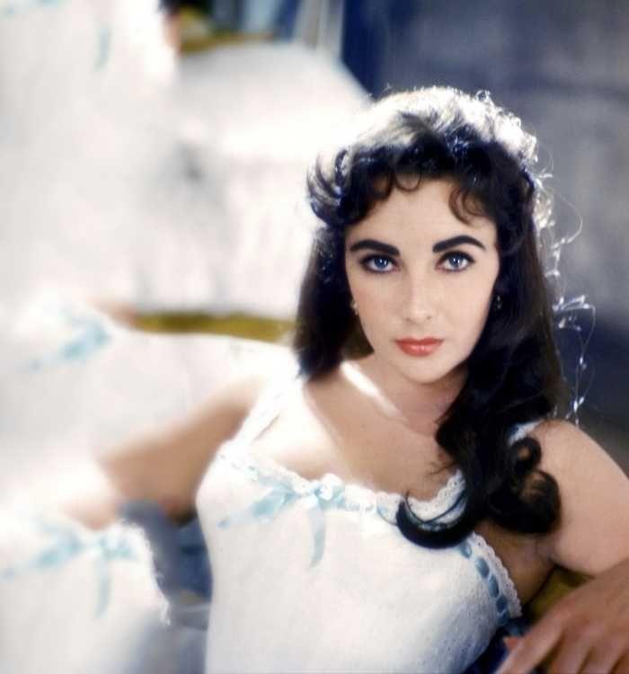 Elizabeth Taylor Eye Color Laying Down Everything Audrey Hepburn Elizabeth Taylor Eyes Elizabeth Taylor Purple Eyes