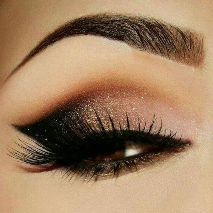 como-maquillarse-los-ojos-marrones-lapiz-de-ojos-negro-tonos-oscuros