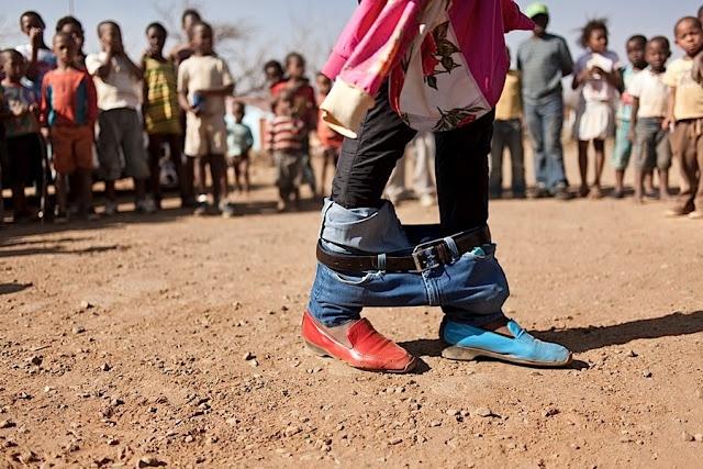 Soweto, Chris Saunders