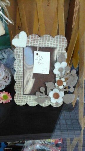 Cornice in feltro stampato con fiori