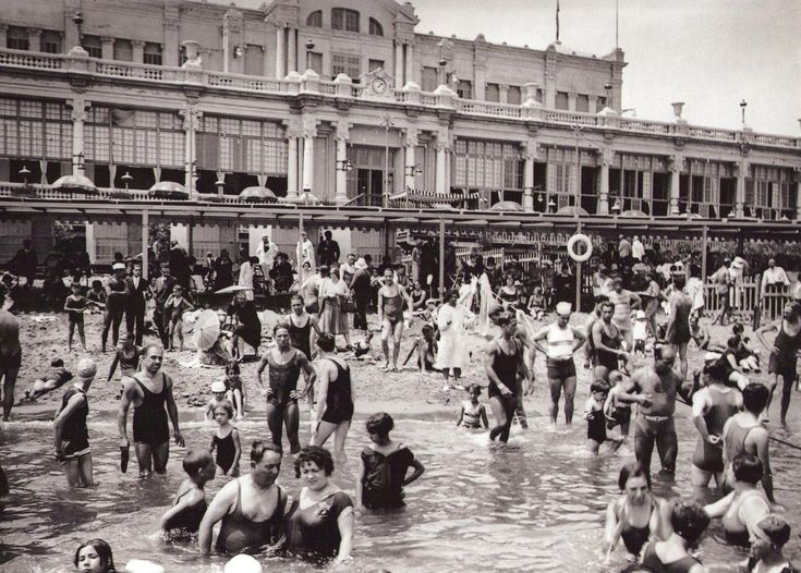 Banys de Sant Sebastià - Lucien Roisin. Barrio de la Barceloneta. Los primeros baños de Barcelona en aceptar personas de los dos sexos en el mismo recinto.