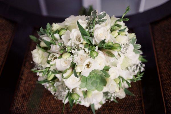 white green wedding bouquet