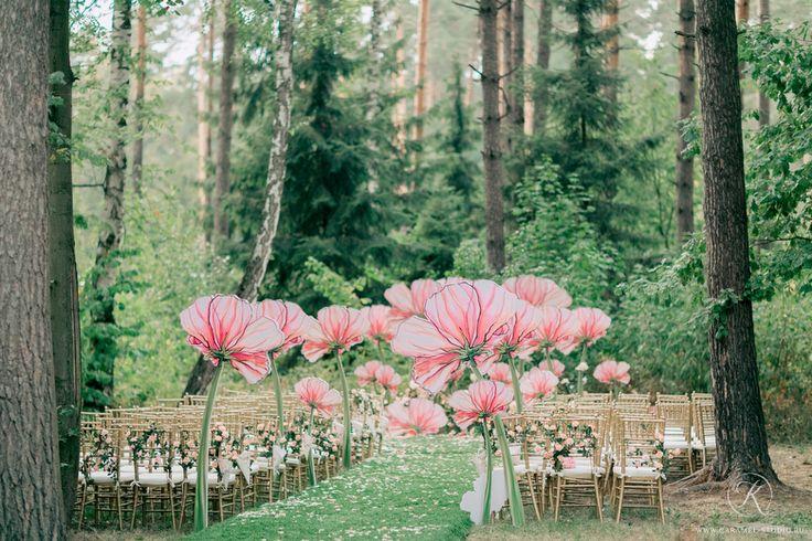 まるで妖精の世界!ジャイアントペーパーフラワーで作った結婚式がおとぎ話級の可愛さ♡にて紹介している画像