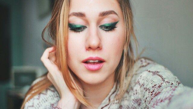 Marie Novosad #beautiful #green #cat #eye #girl #makeup #youtube