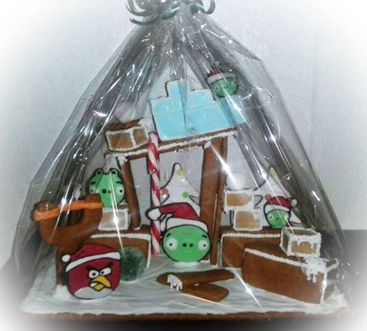 Angry Birds piparkakkutalo - Angry Birds gingerbread house  http://on.fb.me/1c1gSgx