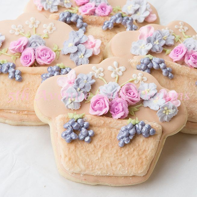 How to Create a Stucco-Stone Effect with Royal Icing.  Also, toothpick roses using Wilton 101s decorating tip.
