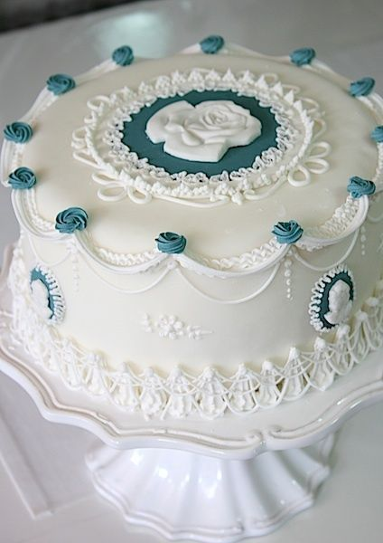 cameo cake recipe | 1000+ ideas about Cameo Cake on Pinterest | Vintage Cakes, Blue Petite Wedding Cakes and Bird ...