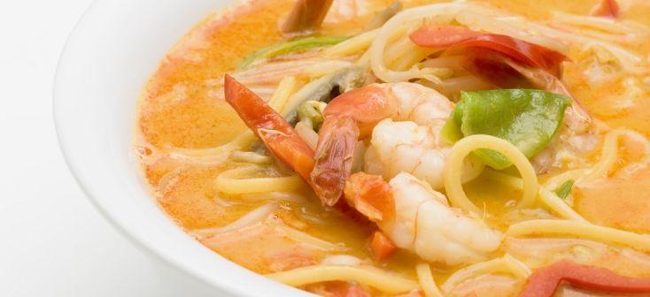 sopa de camarao e noodles