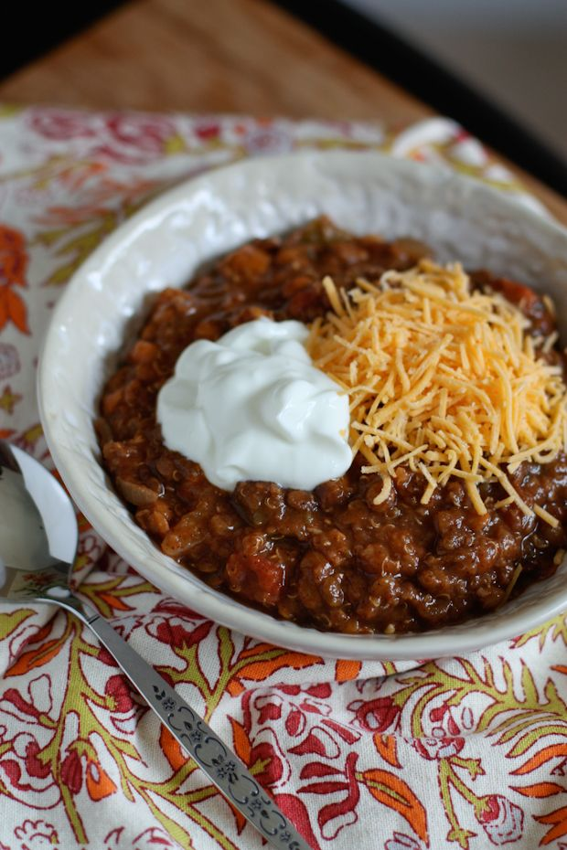 Slow Cooker Quinoa and Lentil Chili - yummy looking winter dinner idea.