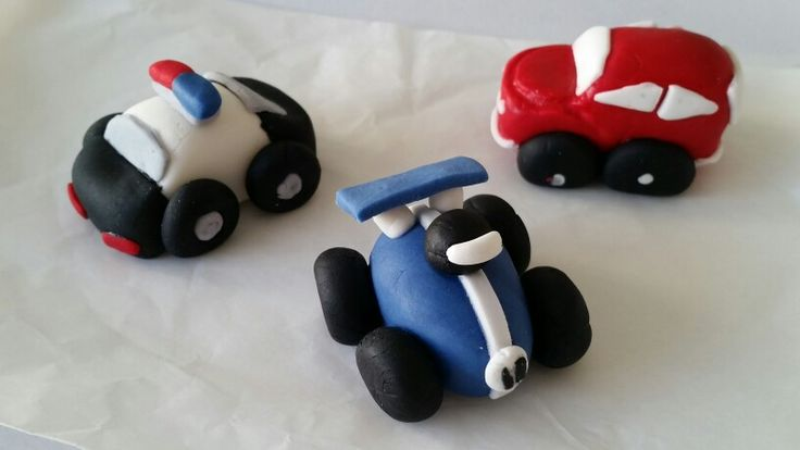 M'Sweets - 3 mini fondant cars - no 11 racer, Police car & Red beetle