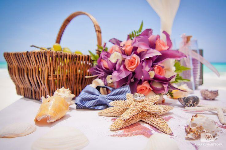Легкий морской бриз, мягкий песок, голубое небо 💬- всё это свадьба в Доминикане! Это место - лучшее👍 для проведения свадьбы! Дизайнеры, которые работают над всеми свадьбами, стараются передать всю насыщенность здешнего океана, и используют в интерьере ракушки, морские звезды, цветы, которые неповторимо вливаются в атмосферу карибской свадьбы!👰🌴  #декорации #свадебныйдекор #карибскаясвадьба #дизайн