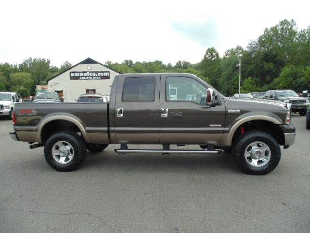 WWW.EMAUTOS.COM ONE OWNER LOW MILE 2007 Ford F-250 Super Duty Lariat Crew Cab 4x4 Short Bed DIESEL TRUCK FOR SALE In Locust Grove VA - E & M Auto Sales #Emautos #Ford #F250 #CrewCab #Diesel #Powerstroke #4x4 #Lariat